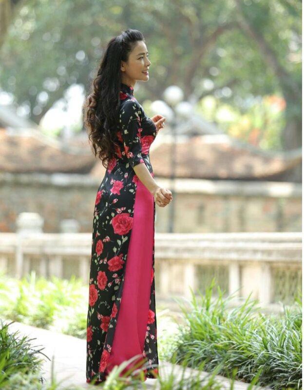 ao-dai-Vietnam-custom-made-black-and-pink-floral-rose-deco