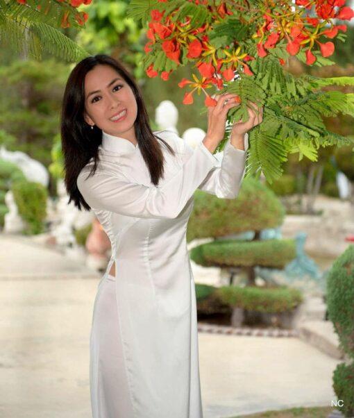 Shop Vietnam Ao Dai White Satin 1
